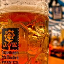 Bierpul Maß Augustiner Oktoberfest Reizen