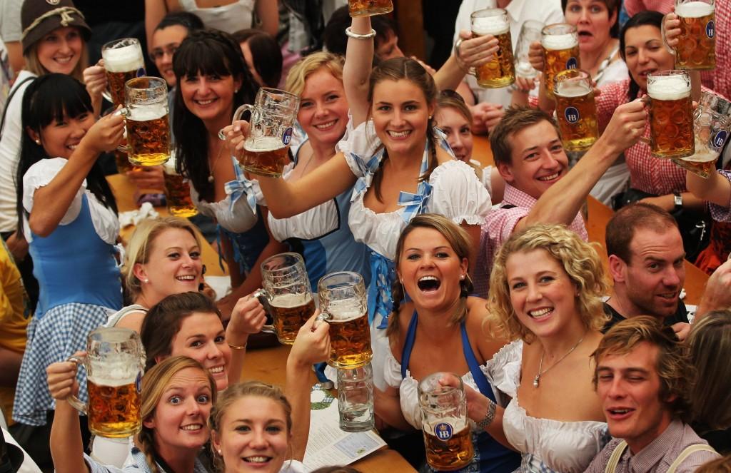 Oktoberfest München bier vrouwen dirndl